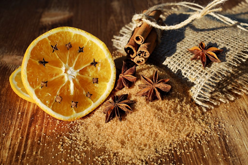 Cut orange slice with cloves, cinnamon, star of anise and sugar.