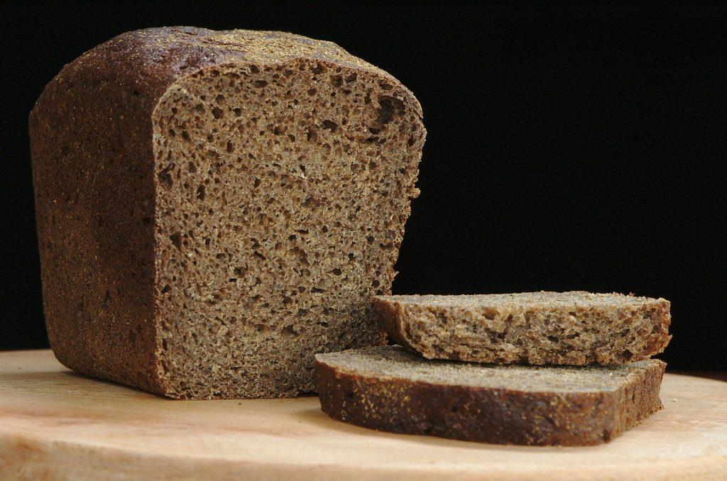Freshly cut rye bread on cutting board.