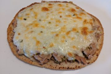 Tuna pizza