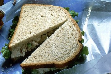 Sandwich with chicken salad.